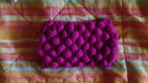 Écharpe en crochet rouge framboise