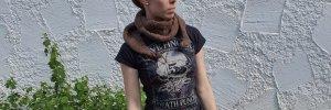 Écharpe en tricot brun