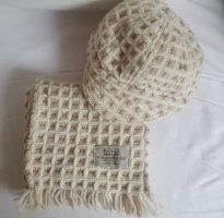 Schal mit Baker Mütze