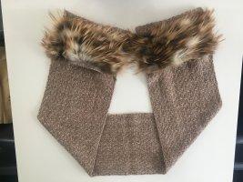 Schal mit integrierten Taschen mit Echtfell