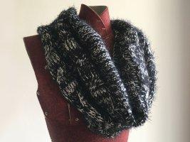 Schal / Schaltuch / Loop Strickwolle von Urban Outfitters