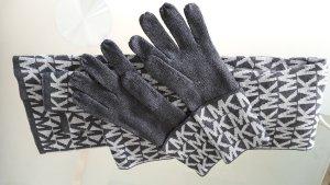 Schal und Handschuhe