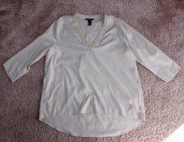 • Schicke Bluse mit Verzierung am Ausschnitt