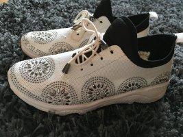Schicke Lifestyle Sneaker weiß mit Glitzer Steinchen silber, tolle Ornamente Gr. 39