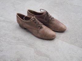 Schicke Schuhe mit kleinem Absatz