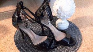 schicke schwarze Lack-High-Heels