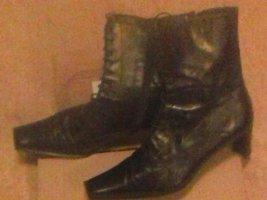 schicke schwarze stiefel