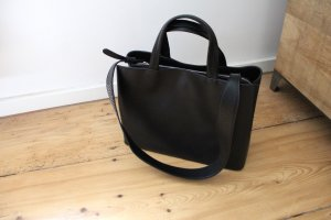 Schicke schwarze Tasche