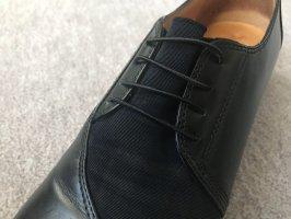 Schicker, schwarzer Schuh!