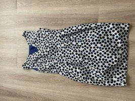 Schickes Kleid mit Punkten