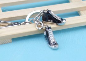 Schlüssel- / Taschenanhänger Sneaker, Turnschuhe mit Strass *NEU*