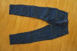 Schöne blau/schwarze 7/8 Hose von Esprit mit Blumenmuster.