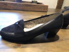Buty z noskiem czarny