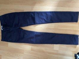Schöne dunkelblaue Jeans
