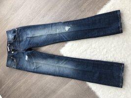 Schöne gerade Jeans