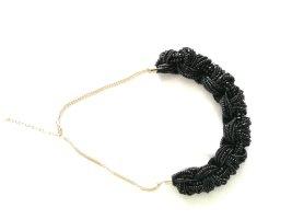 schöne Kette aus schwarzen Perlen