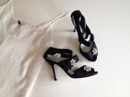 Schöne Sandaletten mit Strassblumen von Mango by Muhair Zurad