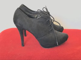 Schöne Schuhe mit roter Sohle