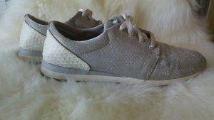 schöne silberglitzernde Sneakers