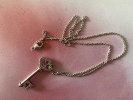 Schöne Silberkette mit Schlüsselanhänger