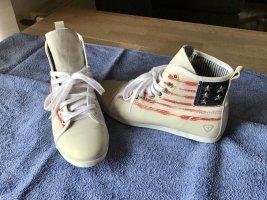 Schöne Sneaker von Tamaris