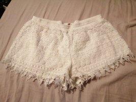 Schöne weiße Hotpants