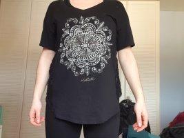 Schöner bedrucktes T-shirt