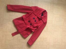 Schöner kurzer Mantel in rot