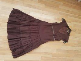 schönes Kleid in Braun