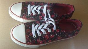 Schuhe 33 - rot-schwarz