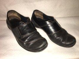 Schuhe in dunkelbraun