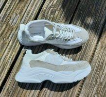 Schuhe mit dicker Sohle