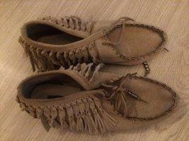 Schuhe mit Fransen