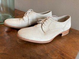 Schuhe mit Schnürriemen, hellgrau