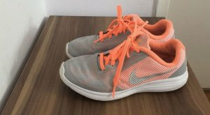 Nike Lace-Up Sneaker grey-neon orange