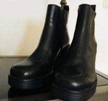 Schuhe schwarz 39