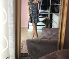 Schulterfreies Blümchenkleid