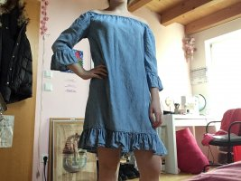 Schulterfreies blusenkleid