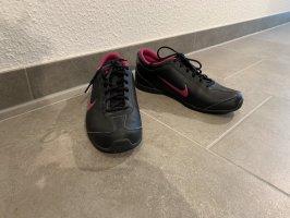 Schwarz-Pinke Sportschuhe von Nike | Größe: 40,5