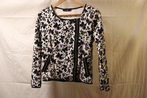 schwarz-weiße Jacke mit Schmetterlingsmuster