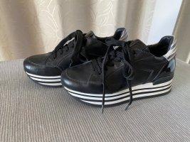 Schwarz/weiße Sneaker mit Lack, Gr. 37