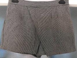 Schwarz-weißer Hosenrock