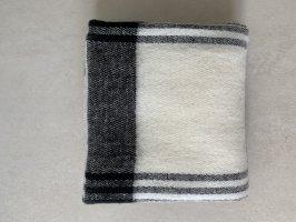 Schwarz-weißer Zara Schal