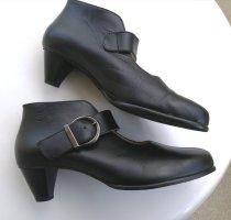 New dress Strapped pumps black