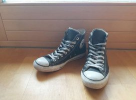 schwarze Converse aus Leder