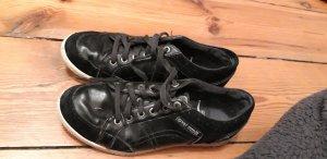 Schwarze Esprit-Sneaker
