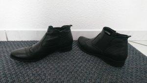 Schwarze flache Leder Stiefeletten