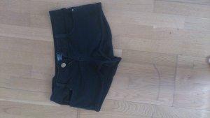 Schwarze hot pants