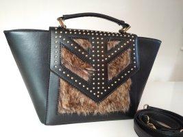 Schwarze kleine Handtasche mit Fell und Nieten