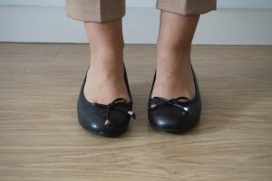 schwarze Lederballerinas
